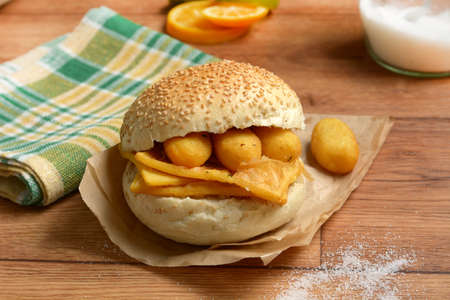 sandwich with panelle - traditional street food of Sicily - made with chickpea flour - closeup 版權商用圖片 - 107349619