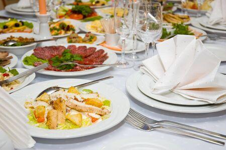 mesa para banquetes: buen banquete servido de lujo de mesa