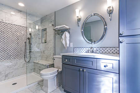 Luxury bathroom design with Marble shower Surround and mosaic accent tiles.  Banque d'images