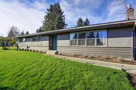 One story rambler house with blue sky background. Reklamní fotografie