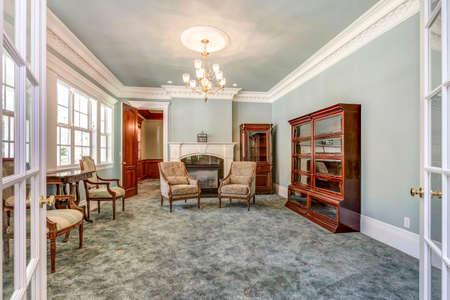 Luxury country home interior with vintage furniture. Standard-Bild