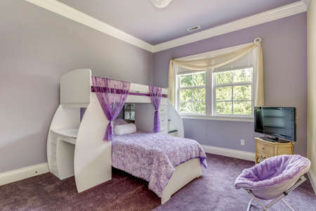Lovely girls room in lilac tones with bunk bed. 免版税图像 - 108106224