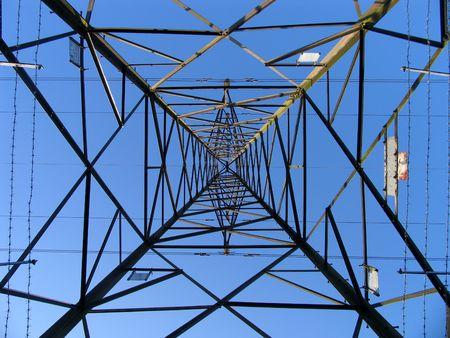abastecimiento: Electricidad torre desde abajo