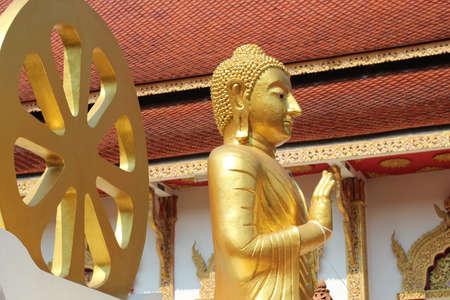 praye: Buddha statue