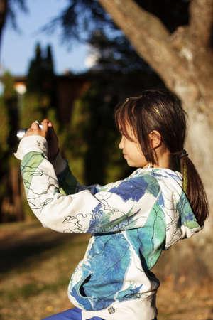 girl holding a camera Banco de Imagens