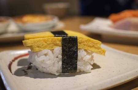일본 레스토랑에서 타마 고 스시