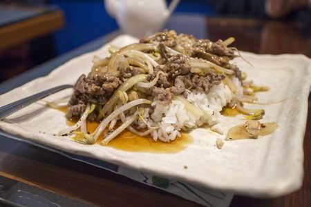 초밥 레스토랑에서 쇠고기 테리 야키