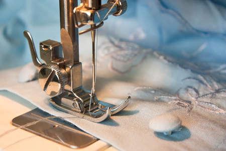 naaimachine en kledingstuk