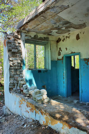 old destroyed an abandoned house in hdr  Stock Photo - 11925159