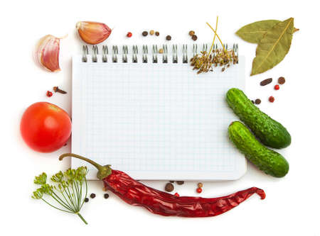 Notebook mit Rezepten und Einkaufsliste in der Küche