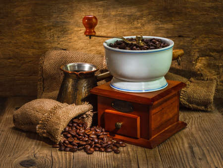 grinder and other accessories for the coffee in an old-style Zdjęcie Seryjne
