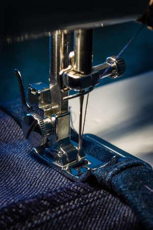 Máquina de coser y el tema de la ropa Foto de archivo - 13418941
