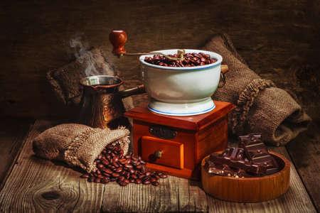 Amoladora y otros accesorios para el café en un viejo estilo Foto de archivo - 15064654
