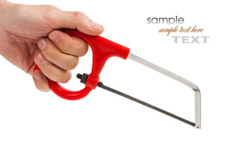 serrucho: sierra de mano aislado sobre fondo blanco Foto de archivo