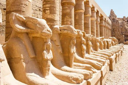 Antike Ruinen der Karnak-Tempel in Ägypten im Sommer 2012