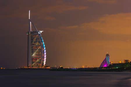 DUBAI, Vereinigte Arabische Emirate - 17. November: Burj Al Arab Hotel am 17. November 2012 in Dubai. Burj Al Arab ist ein Luxus 7 Sterne Hotel vor Jumeirah Strand gebaut.