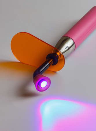 歯科用紫外線硬化光ツールとオレンジ紫外線ガラス ブロック