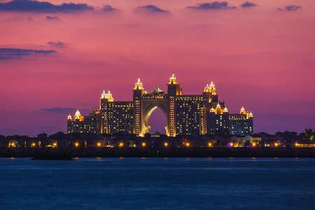 DUBAI, Emiratos Árabes Unidos - 17 DE NOVIEMBRE: Atlantis Hotel en Dubai. Emiratos Árabes Unidos. 17 de noviembre 2012. La reciente apertura de varios millones de dólares Atlantis Resort, Hotel & Theme Park en la isla de Palm Jumeirah en Dubai Foto de archivo - 17465641