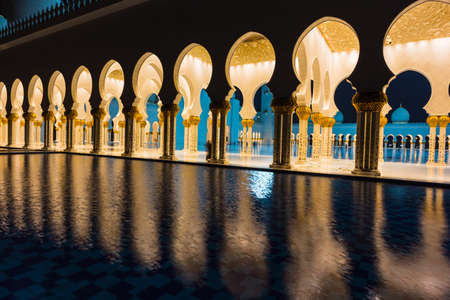 http://us.123rf.com/450wm/alan64/alan641312/alan64131200085/24376522-abu-dhabi-uae--nov-5-the-shaikh-zayed-mosque-on-the-november-5-2013-in-abu-dhabi-this-is-largest-mos.jpg