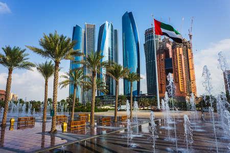 Rascacielos en Abu Dhabi, Emiratos Árabes Unidos Foto de archivo - 24374728