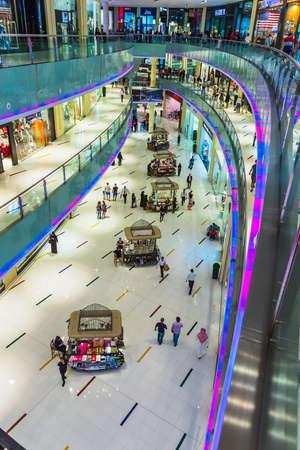 oct 31: DUBAI, Emiratos �rabes Unidos - 31 de octubre: centro comercial m�s grande del mundo basado en el �rea total y el sexto m�s grande por �rea bruta locativa, 31 de octubre de 2013, de Dubai, Emiratos �rabes Unidos