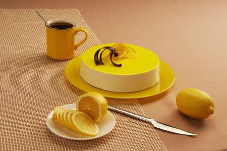lemon cake: lemon cake with souffle and jelly
