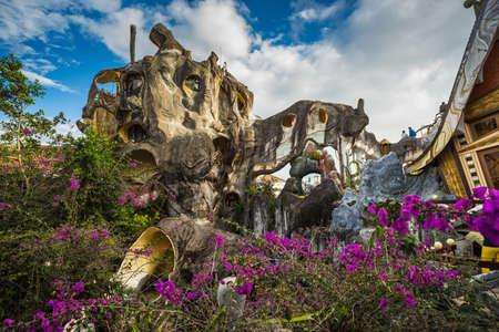DA LAT, VIETNAM - 26 NOVEMBRE: Hang Nga, populaire, connue sous le nom de Crazy House le 26 novembre 2014, à Dalat, au Vietnam. Il est conçu et construit par l'architecte vietnamienne Dang Viet Nga Éditoriale