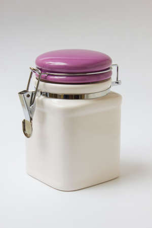 solids: ceramic container with a lid for bulk solids