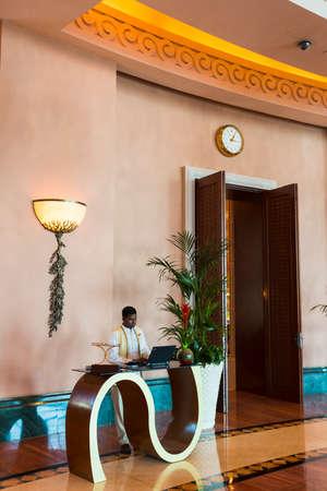 ドバイ、アラブ首長国連邦 - 11 月 3 日: ビューのアトランティスのホテル 2013 年 11 月 3 日にドバイ、アラブ首長国連邦。リゾートは、全 1539 室の客