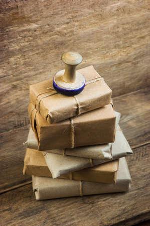 correspondence: Franqueo en el fondo de una tabla de madera vieja