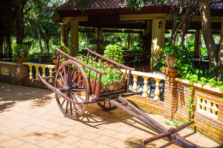 Flowers on the wagon in vietnamese courtyard on the island Vinpearl Archivio Fotografico