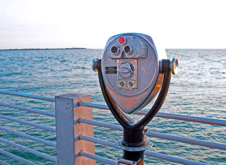 monedas antiguas: Coin operated binoculars for beach observation, in front of the sea. Late afternoon. Clearwater Beach, Florida, USA. Foto de archivo