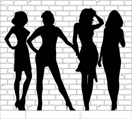 Un groupe de jeunes filles d'appels ensemble sur une rue de ville typique