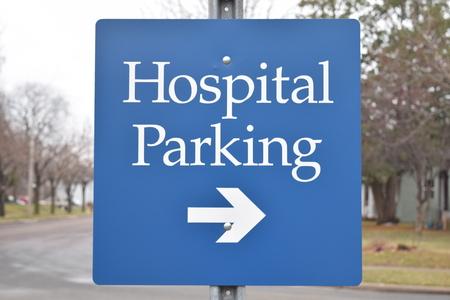 Ziekenhuis Parkeren met pijl blauw van kleur