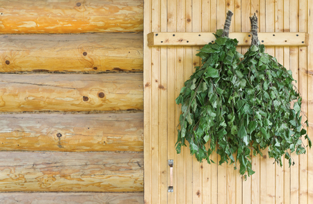 badhuis: Sauna accessoires zijn op de deur van het badhuis