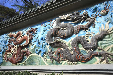 Chinese ancient royal of ceramics red and black dragon 免版税图像