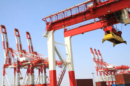 ours: Trading port cranes and container storage