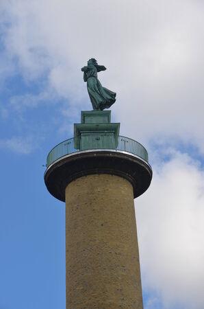 Statue sur colonne Banque d'images - 31760774