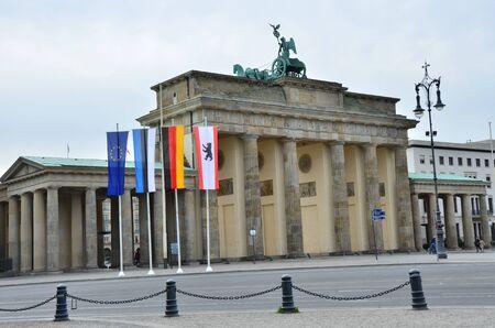 brandenburg gate: Flags at Brandenburg Gate