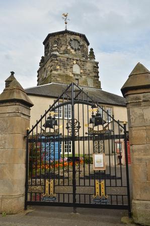churchyard: Entrance to Churchyard