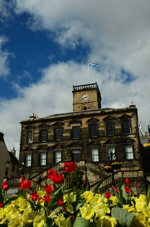lothian: Colourful flowers in front of historical building in Scotland