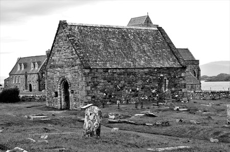 A view of the medieval chapel of St. oran beside the Abbey at Iona Editöryel
