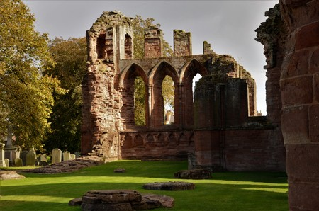 A view of the medieval and historic ruined abbey in the Angus town of Arbroath 版權商用圖片