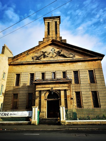 An exterior view of a church building in the city of Glasgow Foto de archivo