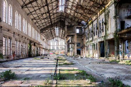abandonado la fábrica metalúrgica en espera de una demolición
