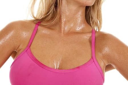 sudoroso: A cerca del cuerpo sudoroso de una mujer desde hace ejercicio. Foto de archivo