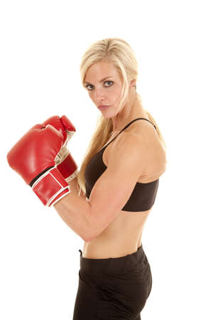 a woman with a serious expression wearing boxing gloves. 版權商用圖片 - 16085447