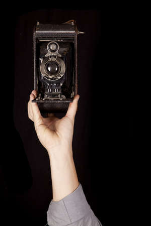 Eine Nahaufnahme von einem antiken Kamera zeigt das Objektiv. Standard-Bild - 17507133