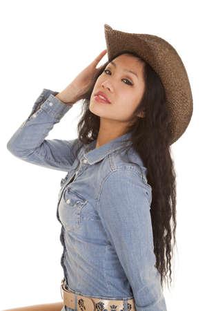 cowgirl hat: Una mujer con su vestido de mezclilla y su sombrero de vaquera. Foto de archivo