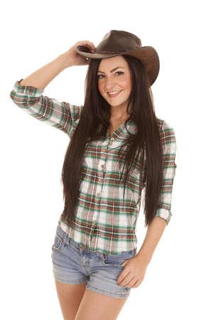 cowgirl hat: Una mujer con una sonrisa en su cara y un sombrero de vaquero en la cabeza.